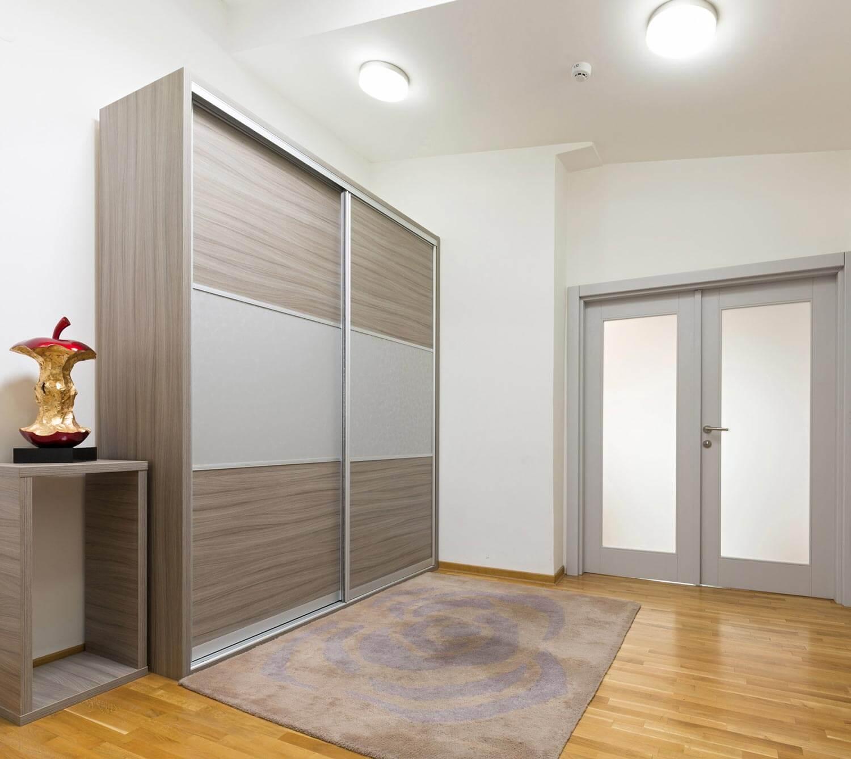 Schrank Wohnung Teppich Einrichtung Tür Deckenlampe
