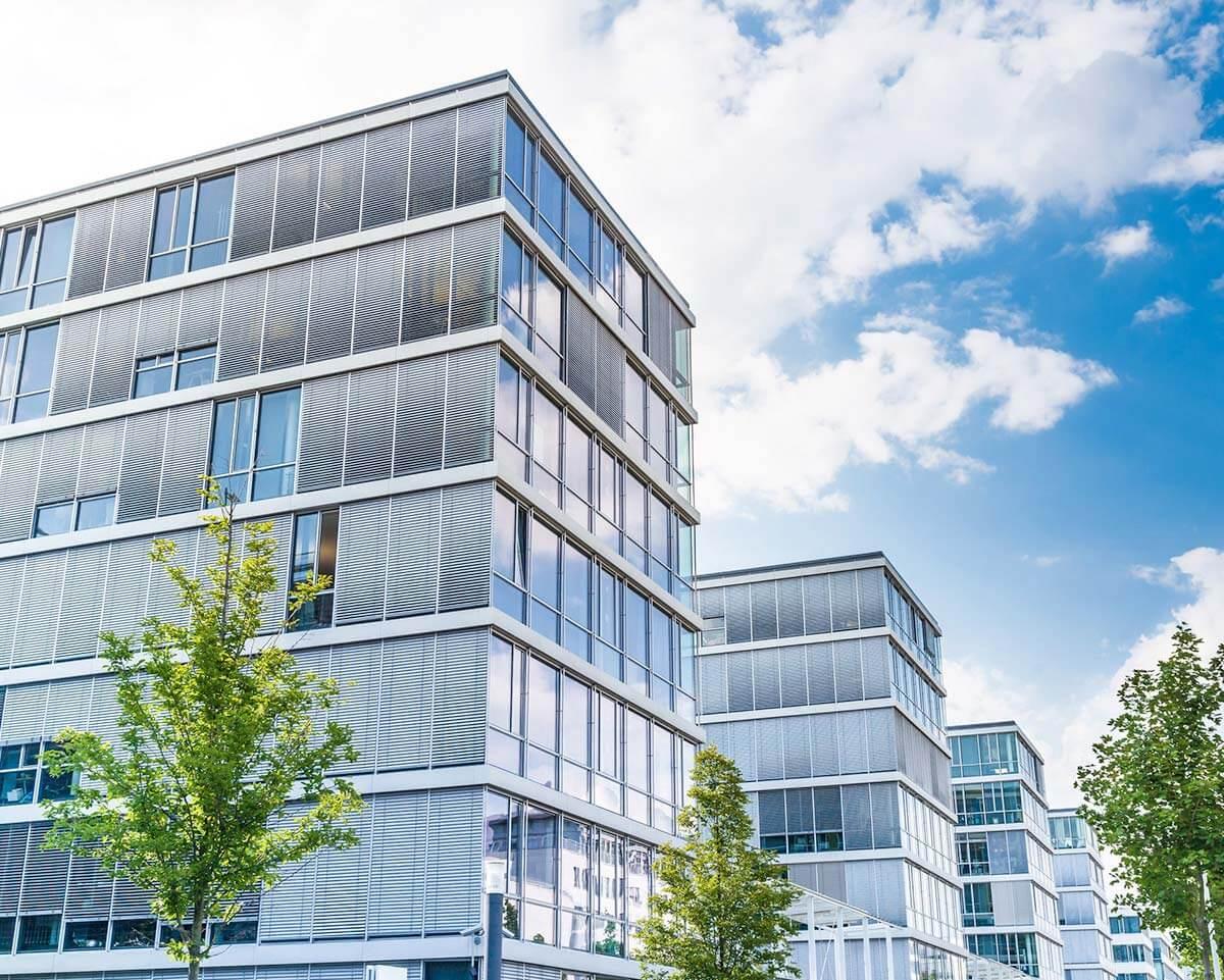 Freistellen Retusche Hintergrundmontage Gebäude Immobilien