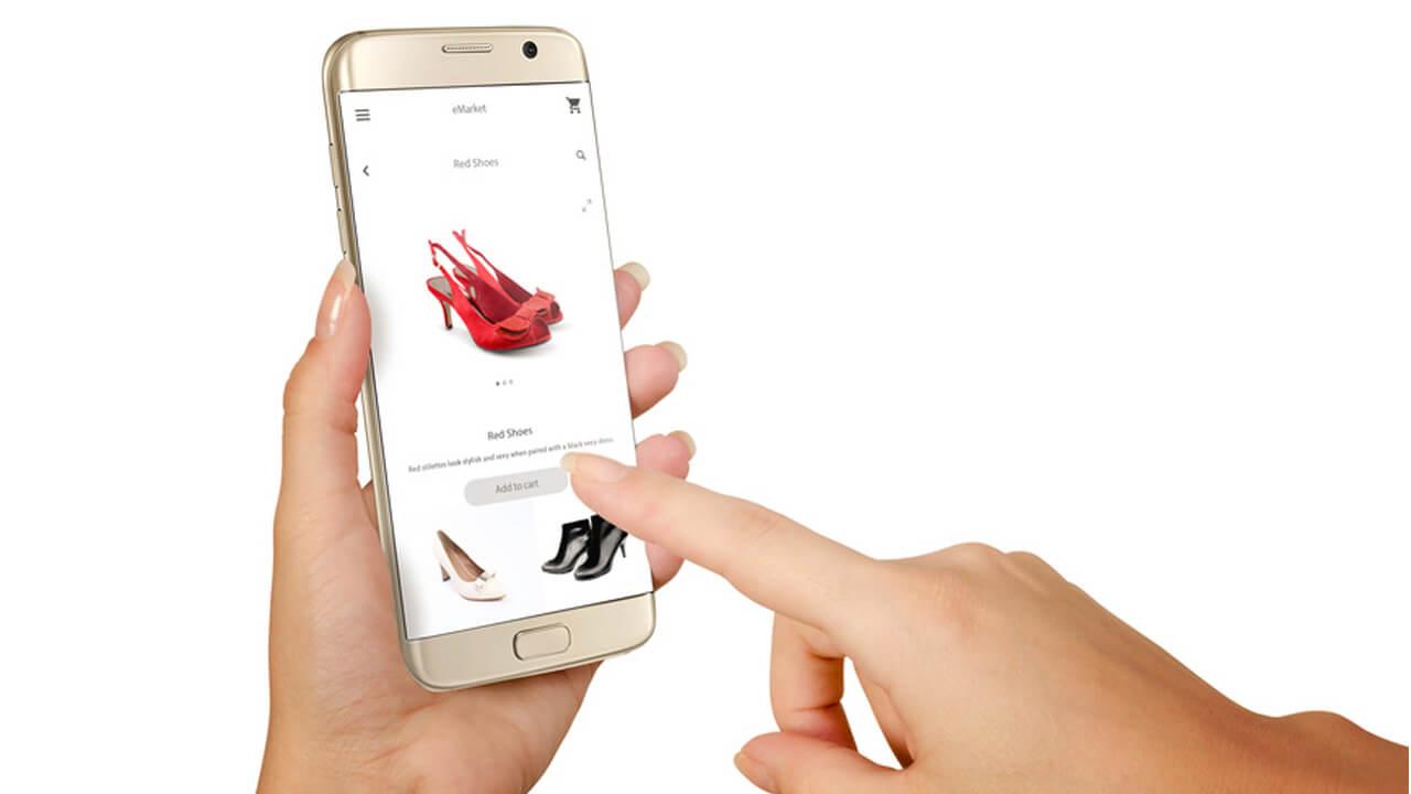 Produktberatung: Smartphone beim Einzelhändler