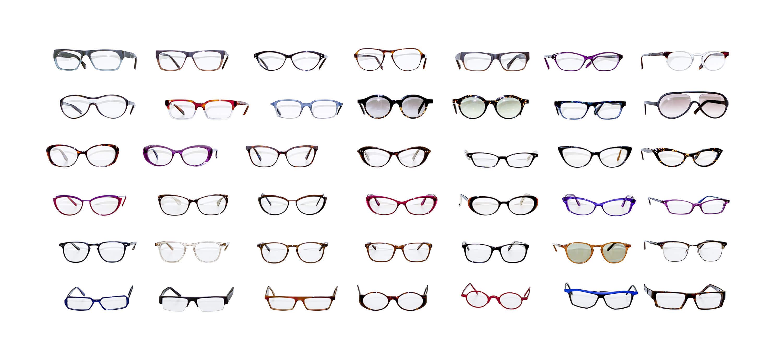 Brillen Sonnenbrillen Regal verschiedene Modelle freigestellt