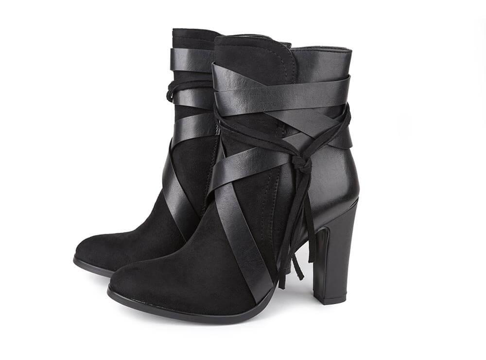 Stiefel schwarz Freisteller Leder Absatz