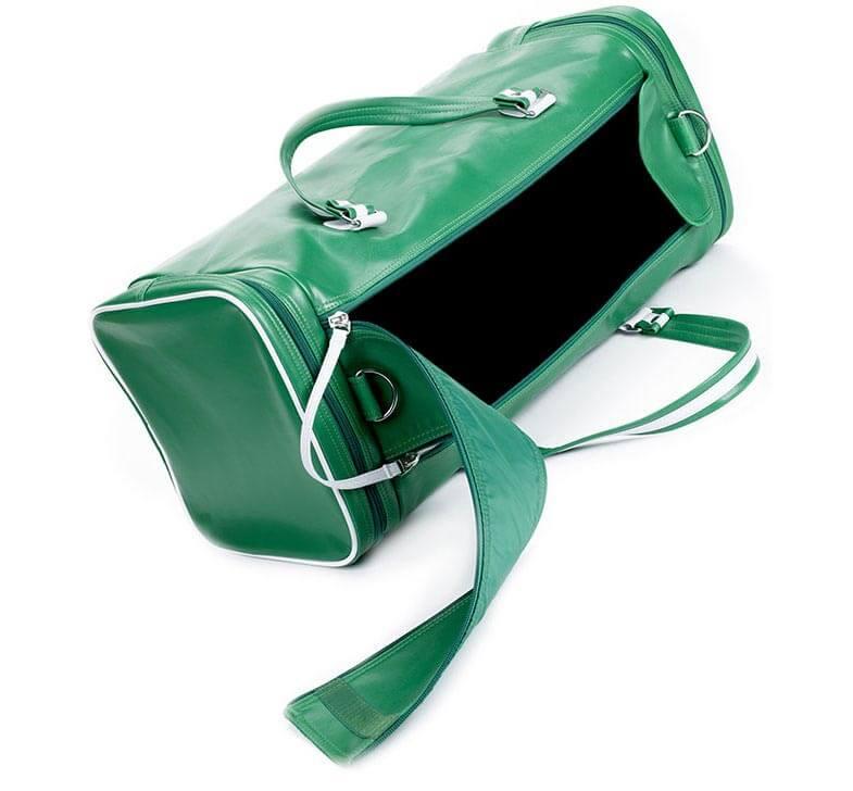 Freistellen Sporttasche grün offen Schatten