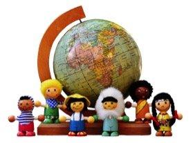 Globus mit kleinen Figuren